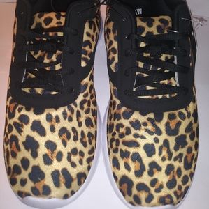 Womens Shoes size 7W